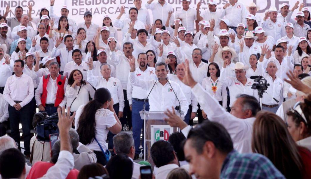 Ochoa Reza tomó protesta a candidatos a diputados en Nayarit (Twitter @EnriqueOchoaR)