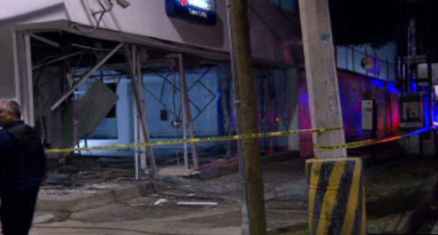 Sucursal bancaria, ubicada en Coyoacán, es afectada por explosión (Noticieros Televisa)