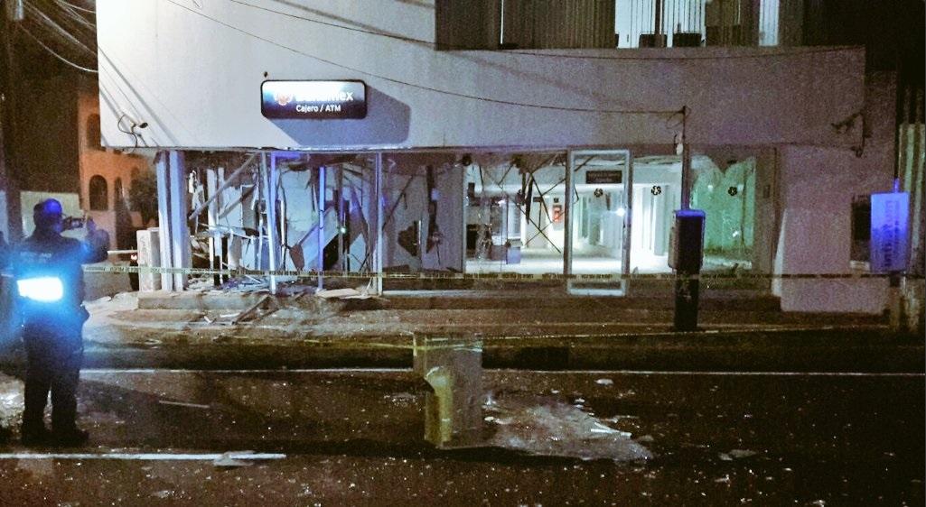 Sucursal bancaria, ubicada en Coyoacán, es afectada por explosión (Twitter @alertasurbanas)
