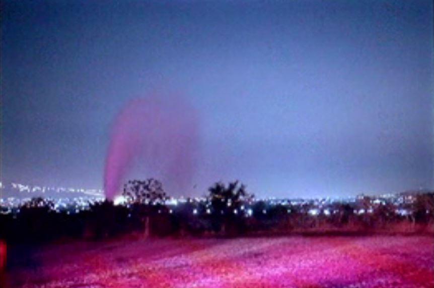 Fuga de combustible que se registra en el Fraccionamiento Los Encinos, municipio de Tlajomulco de Zuñiga, Jalisco (Noticieros Televisa)