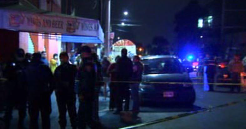 En un local ubicado en las calles Agustín Yáñez y Sur 109 A, en Iztapalapa fueron asesinadas tres personas tras una riña( Noticieros Televisa)