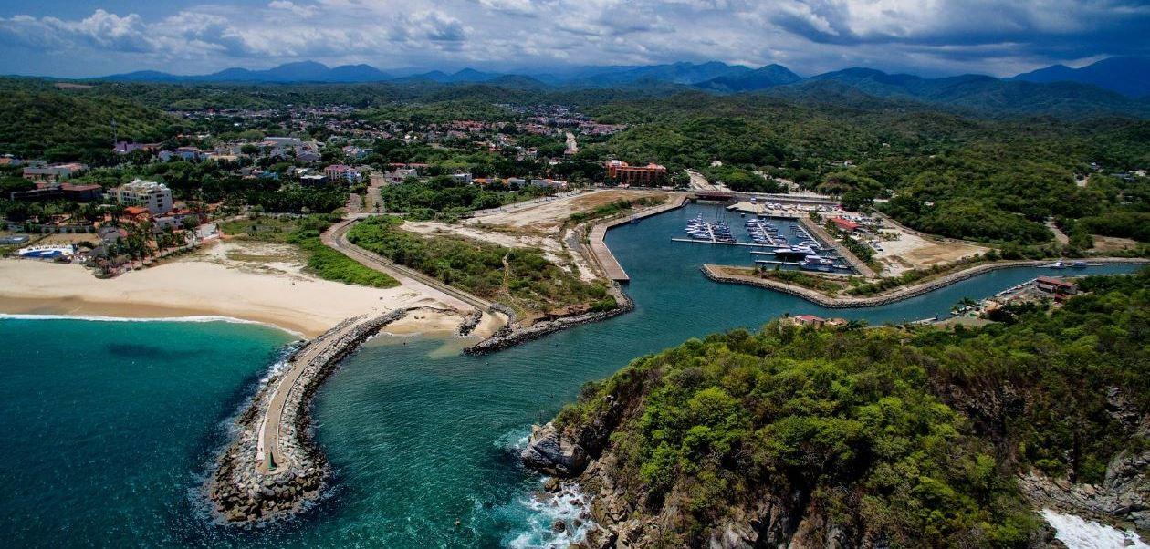 Huatulco está lsto para recibir a miles de turistas que descansarán en sus bahías durante los próximos días. (Twitter@HuatulcoOficial )