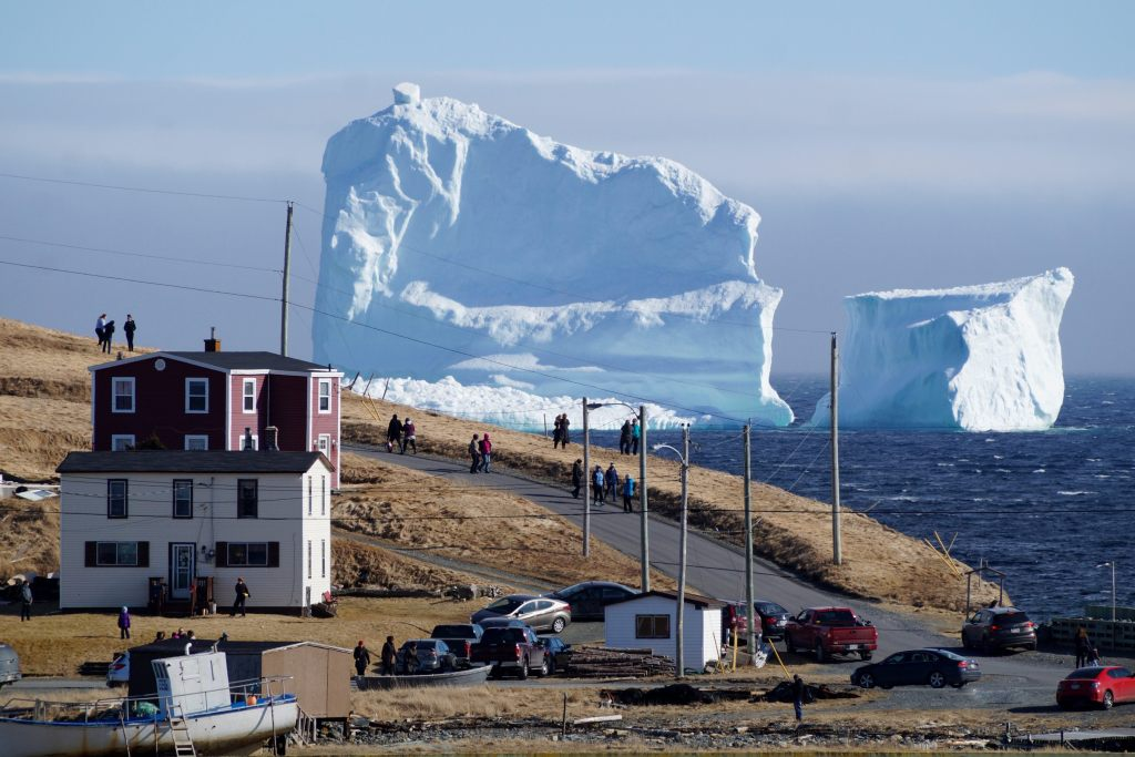 iceberg llega a pueblo