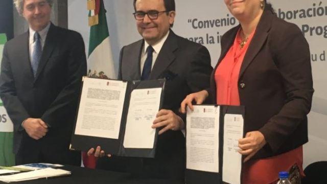 La Secretaría de Economía firmó un convenio con el Colegio de México para un diplomado en Negociaciones Comerciales Internacionales (Twitter/@ildefonsogv)