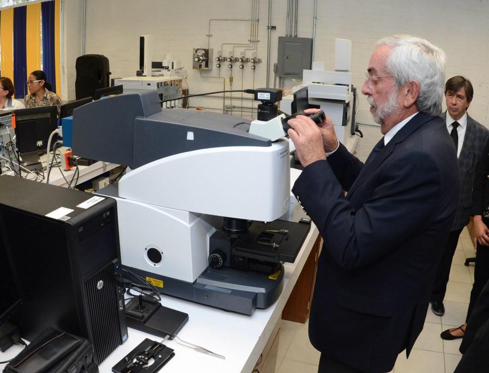 Inaugura la UNAM laboratorio con detector de biomoléculas. (@SalaPrensaUNAM)