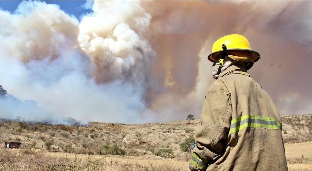 Incendio en el cerro del Tepopote en el municipio de Zapopan, Jalisco. (Twitter @UMPCyBZ)