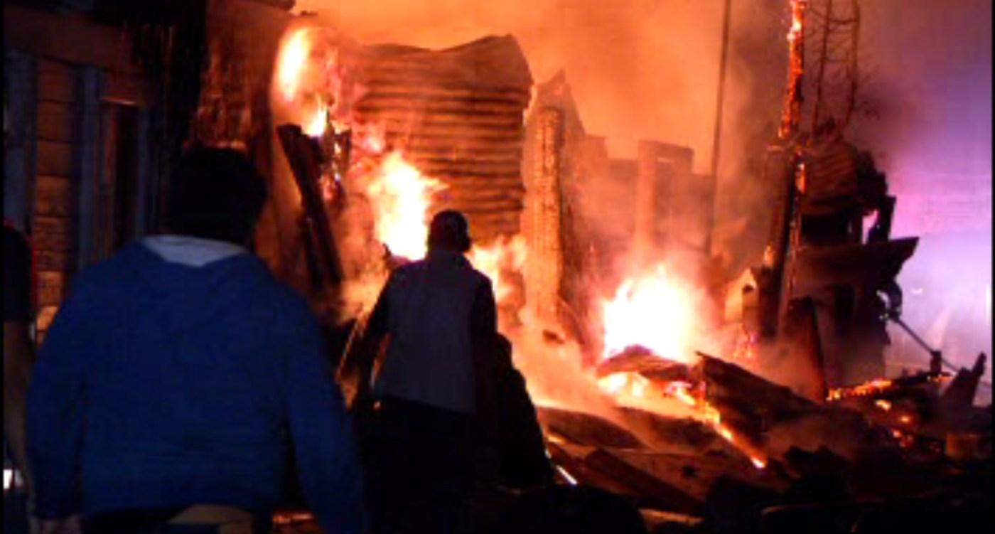 Incendio afecta varias casas de cartón en Azcapotzalco; no se reportan lesionados. (Noticieros Televisa)