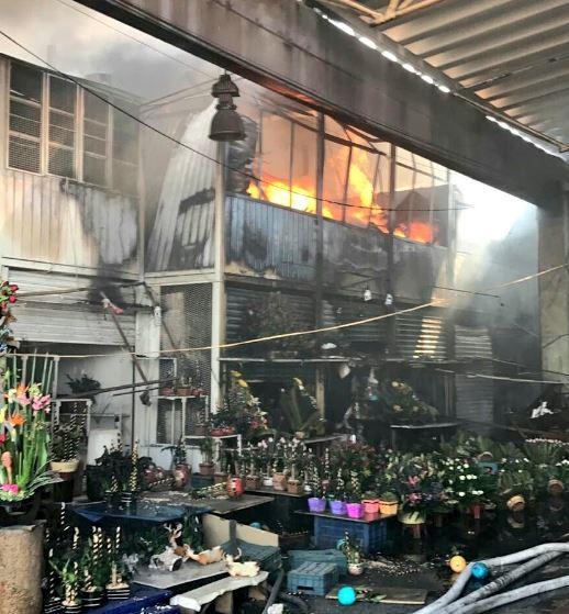 Incendio en el Mercado de Jamaica (Twitter @Iberomed)