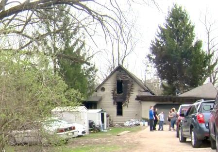 Tony Ruch y su abuela de 75 años estaban solos en el inmueble de Platteville, Wisconsin, cuando se incendiaba (Foto. channel3000.com)