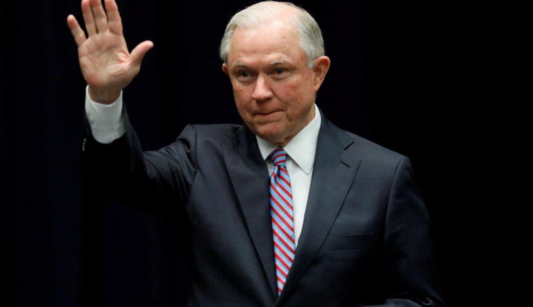 Jeff Sessions, procurador de Justicia de Estados Unidos, advierte a inmigrantes.