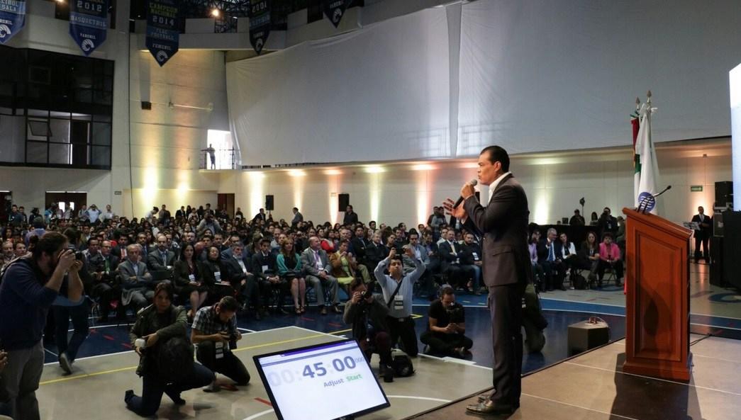 Juan Zepeda, candidato del PRD a la gubernatura del Edomex, visitó el Tecnológico de Monterrey Campus Toluca. (Twitter @JuanZepeda_)
