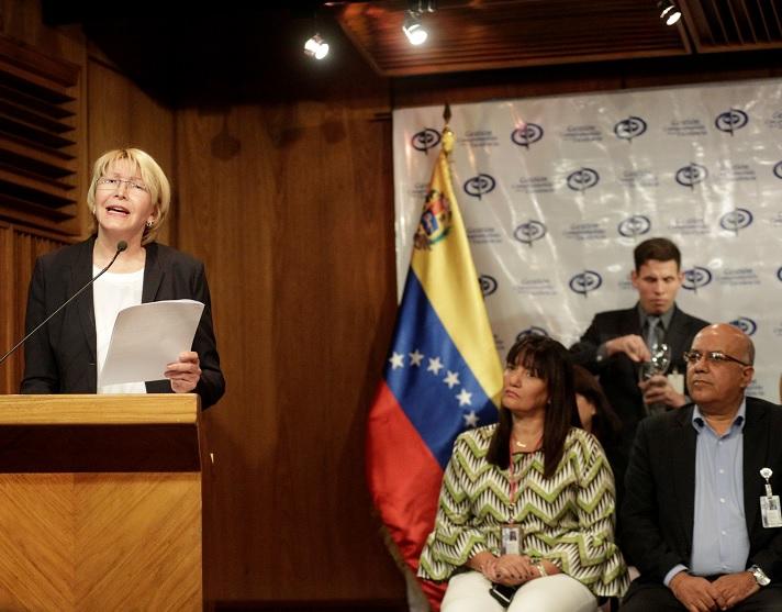 La Fiscal General de Venezuela, Luisa Ortega Díaz, conversa con los medios durante una conferencia de prensa en Caracas (Reuters)