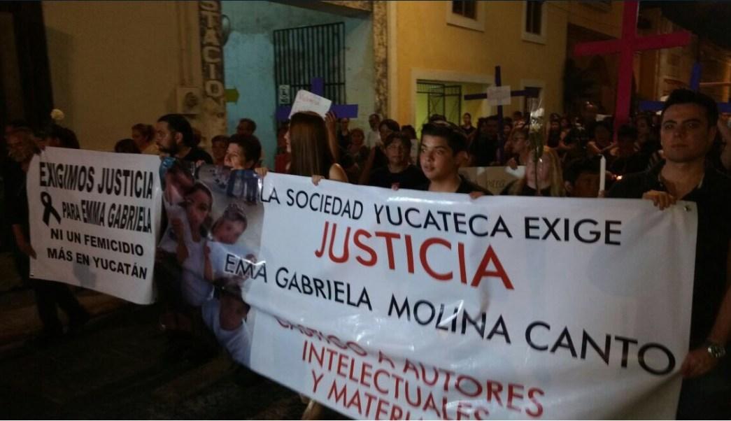 Manifestantes exigen en Mérida que se esclarezca el asesinato de Emma Gabriela Molina Canto (Twitter @jenarovillamil)