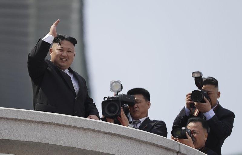 El líder de Corea del Norte, Kim Jong Un, durante un desfile militar (AP)