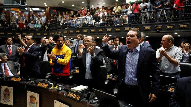 La Asamblea Nacional activa proceso de remoción de magistrados en Venezuela.