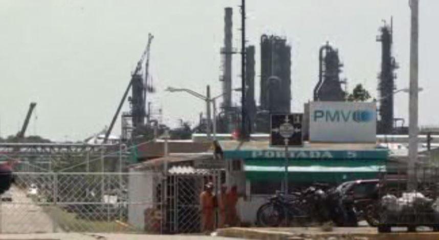 Limpian zona afectada por explosion en planta Clorados de Veracruz