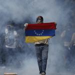 Los manifestantes que protestaban contra el gobierno de Maduro fueron reprimidos con gases lacrimógenos. (AP, archivo)