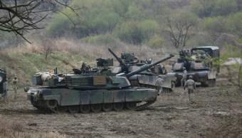 Los tanques del Ejército estadounidense llevan a cabo un ejercicio militar en Paju, cerca de la frontera con las Coreas. (AP)