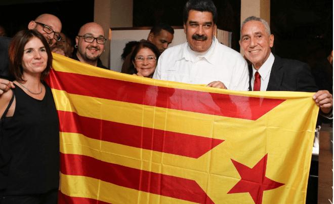 Maduro se fotografía con una bandera independentista catalana
