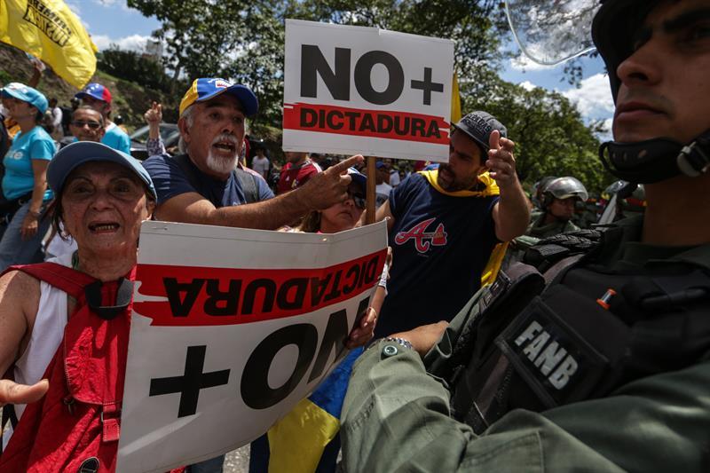 Manifestantes de la oposición venezolana. (EFE)