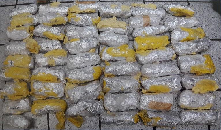 Paquetes de metanfetaminas son asegurados en autobús de pasajeros en Sonora (Noticieros Televisa)
