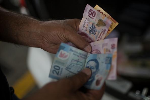 La producción de autos del país avanza rápidamente, el desempleo ha bajado y el peso mexicano es una de las monedas con mejor desempeño en 2017. (Getty Images)
