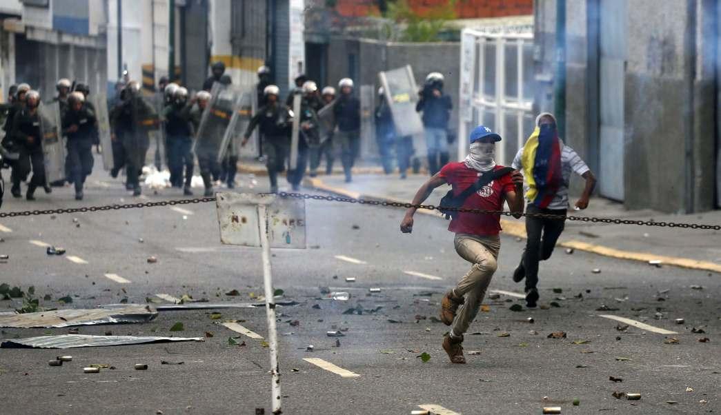 Miles de personas han salido a las calles de Venezuela para protestar contra el presidente Nicolás Maduro.