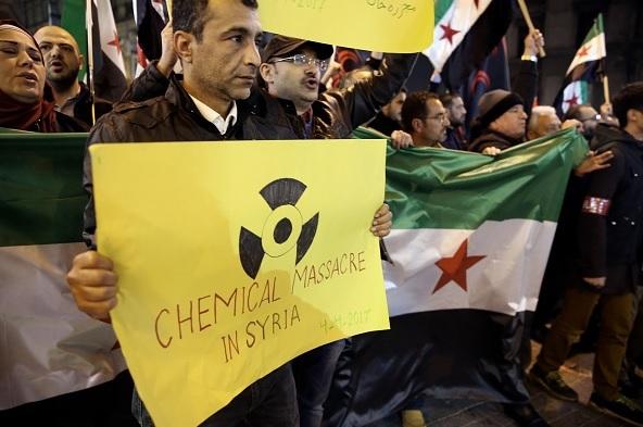 Miles portestas por ataques con armas químicas en Siria.