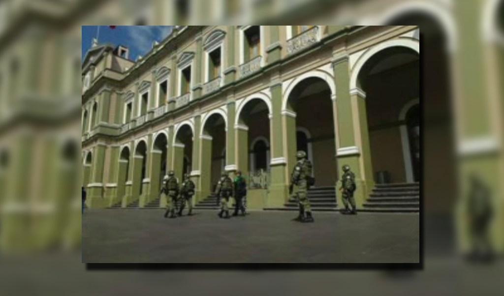 Elementos de la Policía militar patrullan el centro de Córdoba (Noticieros Televisa)