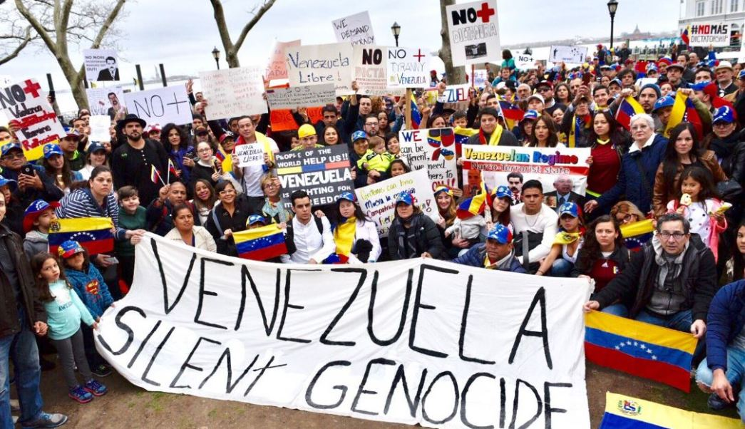 En Estados Unidos, ciudadanos venezolanos se manifestaron en Nueva York (Twitter @Sinmordaza)