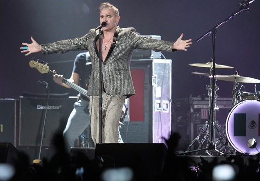 El cantante británico Morrissey se presentó en el Palacio de los Deportes en el marco de su gira World Peace Is None of Your Business (Notimex)