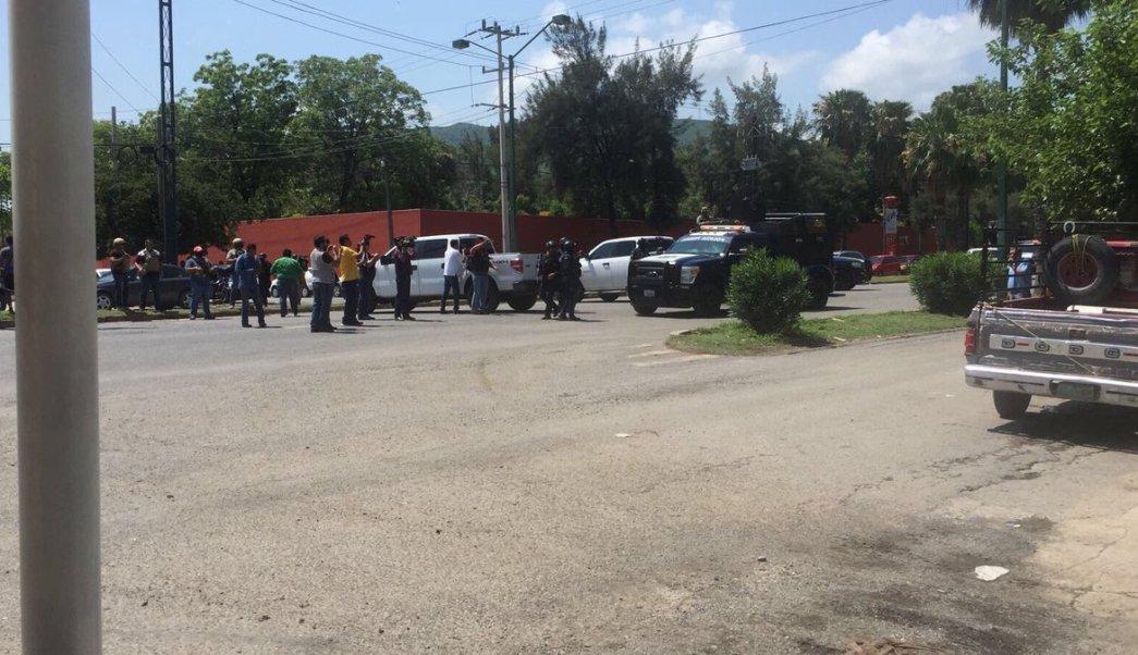 Movilización policíaca en penal de Ciudad Victoria, Tamaulipas. (Twitter @BAEZCESAR1)