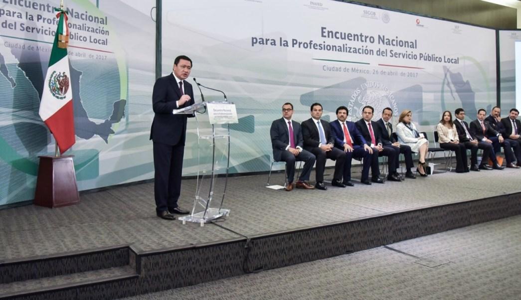 El secretario de Gobernación, Miguel Ángel Osorio Chong, asistió a la inauguración del Encuentro Nacional para la Profesionalización del Servicio Público Local. (Twitter: @osoriochong)