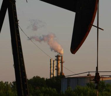 Instalaciones petroleras en Louisiana; el precio del petróleo se mantiene estable (Getty images, archivo)