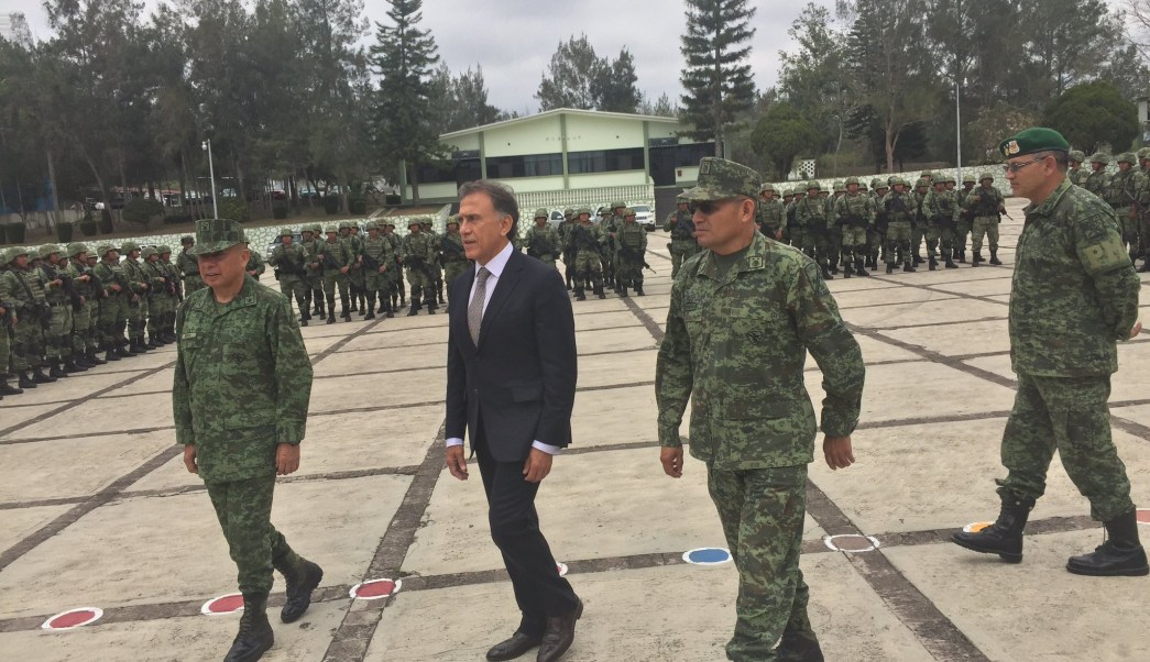 Durante los primeros días, la Policía Militar permanecerán en la zona conurbada Veracruz-Boca del Río. (Twitter @YoconYunes)