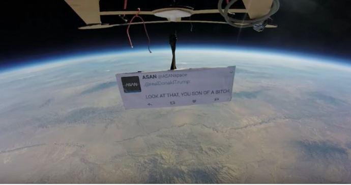 Realizan protesta contra Donald Trump desde el espacio