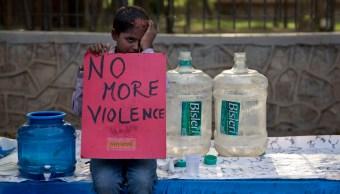 Niños marchan en la India contra ataque químico en Siria. (AP)