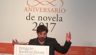 'Yo soy un colado de este premio', aseguró Ray Loriga. (Twitter: @Alfaguara_es)