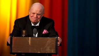 Don Rickles aparece en los Comedy Awards en Nueva York, en 2012; el actor fallece por una falla renal (AP, archivo)