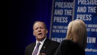 Sean Spicer fue entrevistado durante un evento celebrado en el Newseum. (AP)
