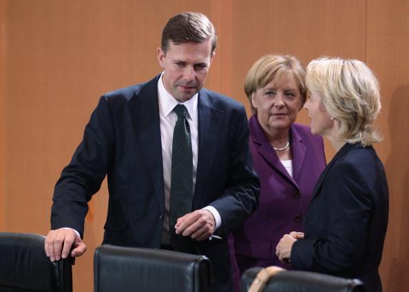 Steffen Seibert, portavoz del Gobierno alemán, participa en una reunión con la canciller Angela Merkel (Getty Images, archivo)
