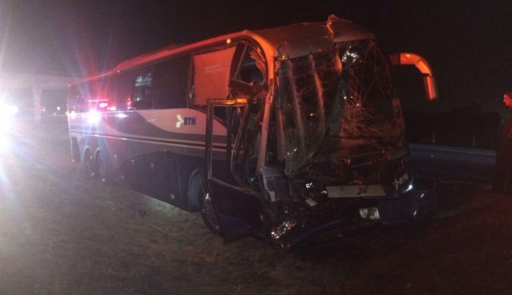 Seis personas resultaron heridas al chocar un autobús de pasajeros contra un tráiler en Guanajuato. (Noticieros Televisa)