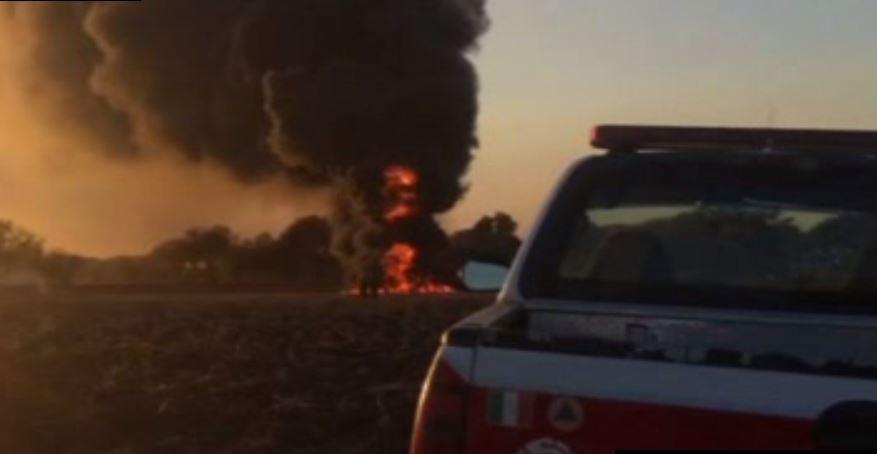 Al lugar llegaron bomberos de Silao, Guanajuato, quienes trabajaron por espacio de seis horas para controlar el fuego (Noticieros Televisa)