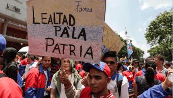 Simpatizantes del chavismo participan en una manifestación en Caracas. (EFE)
