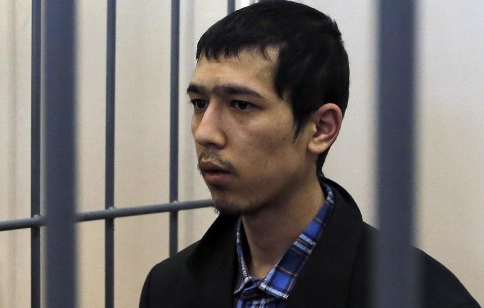 Uno de los presuntos organizadores del atentado del pasado 3 de abril contra el metro de San Petersburgo, Abror Azimov, asiste a una audiencia judicial en Moscú, Rusia (EFE)