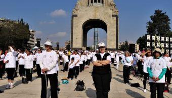 Celebran Día Internacional del Tai chi en el Monumento a la Revolución