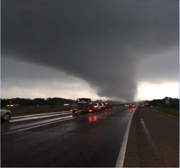 Tornado, texas, muertos, heridos, desaparecidos, bomberos