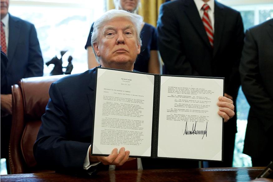 Trump firmará hoy orden para revivir ley que permite restringir importaciones