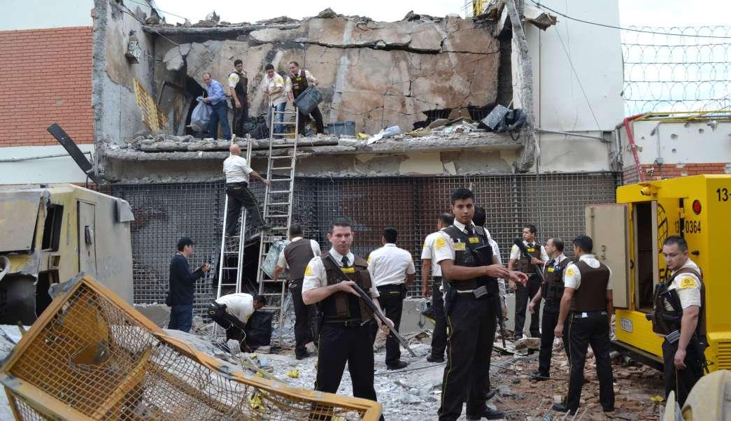 Un comando armado atacó y robo millones a una camioneta de valores en Paraguay.