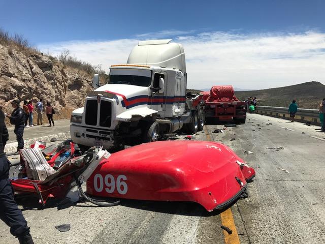 Accidente de tráilers provoca carambola en carretera Zacatecas-Aguascalientes